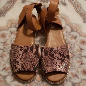 Clark's Artisan Sandals 8.5